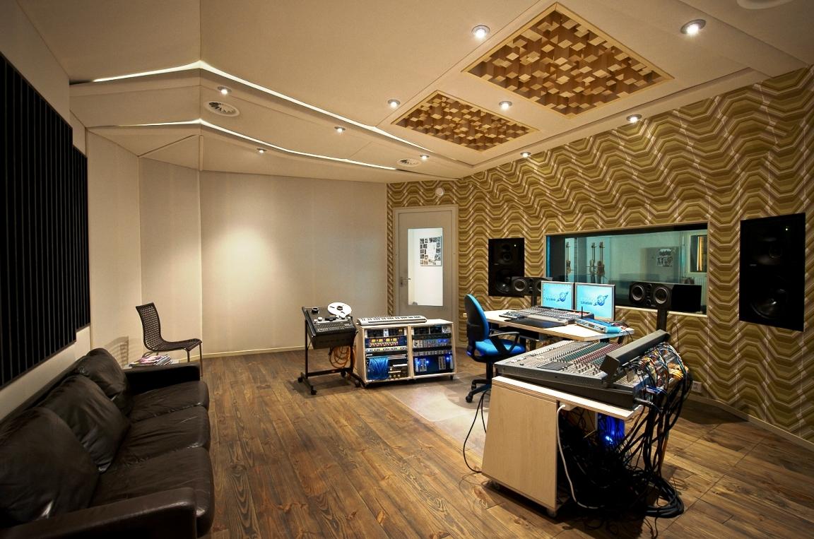 control room van recording studio pegg51