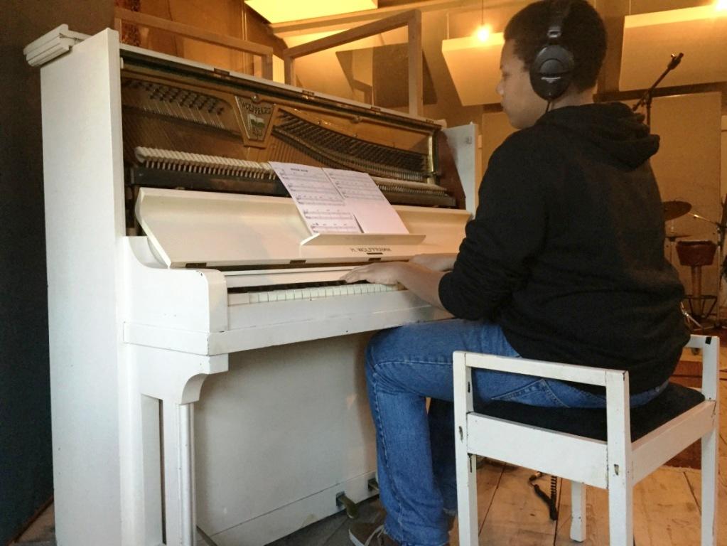 Sergio Abdoelrahman op piano