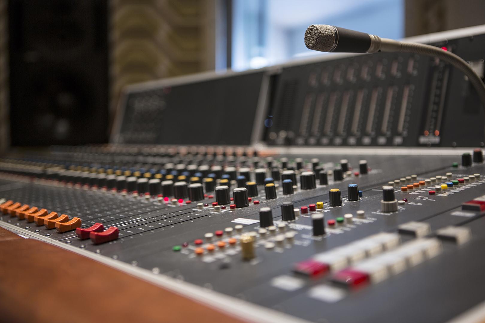 mixen op de analoge console of digitaal