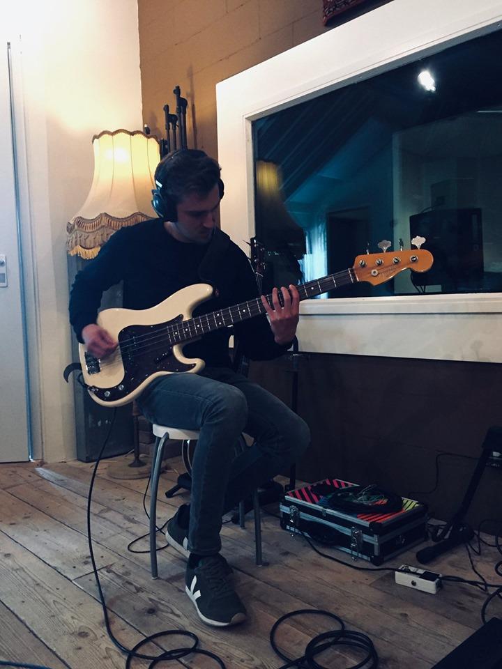 recording bass at Studio peggy51