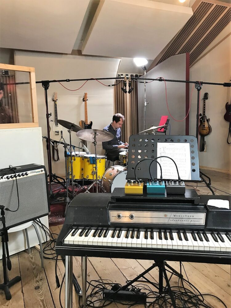 recording jazz - rhodes amp and drums